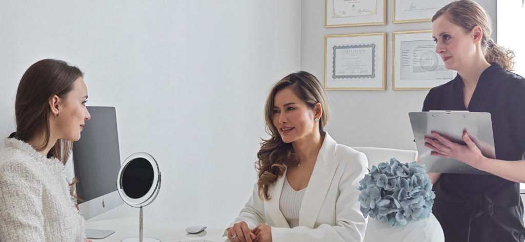Dr Salinda consulting at the London Keloid Scar clinic